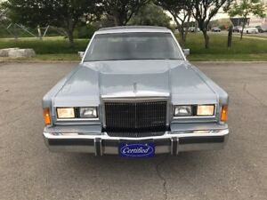 1989 Lincoln Town Car Signature Sedan