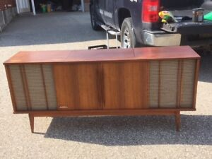 Cabinet Stereo with turntable