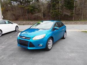 2012 FORD FOCUS SEDAN...LOADED!! VERY LOW KMS!! HTD FRONT SEATS!