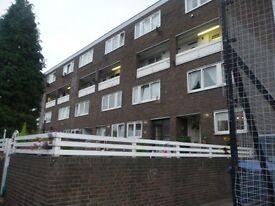 2 Bedroom split level unfurnished maisonette in Woolwich. Part DSS Welcome