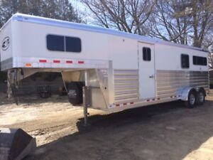 2019 4-Star Trailer Job 37595R 2+1 Horse Gooseneck Dress Room