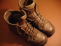 Scarpa hiking mountaineering crampon friendly Italian boots