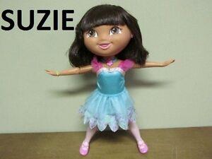 Dora sonore fait ses étirements pour son spectacle de ballet +++