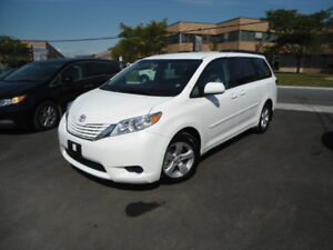 2017 Toyota Sienna LE|8 Pass|Backup Cam|Bluetooth|Heated Seats