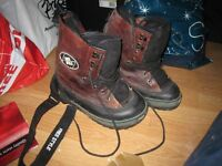 SNOWBOARD BOOTS - UK Size 5 - Freestyle