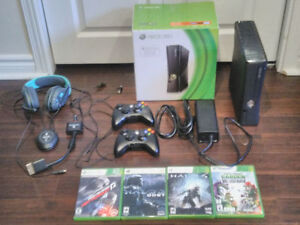Xbox 360 - 4 GB, 2 controllers, SkullCandy headset, 4 games
