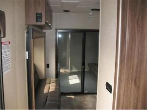 2016 Work and Play 30WRS Toy Hauler **ON SALE** SAVE SAVE SAVE London Ontario image 4