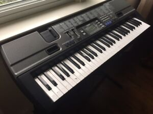 PORTABLE PIANO KEYBOARD, BARELY USED