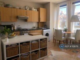 1 bedroom flat in Percy Road, London, W12 (1 bed) (#1128711)