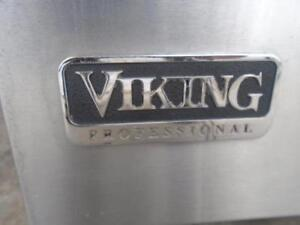 "1001365 - CUISINIERE AU GAZ, VIKING 30""EN INOXIDABLE ***GAS STOVE, VIKING. 30"" STAINLESS"