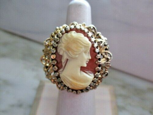 VINTAGE GOLD TONE CAMEO RING