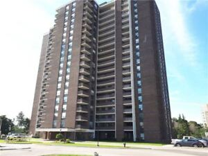 27' Balcony With Views Of Lake, Tor. Golf Course & Miss. Skyline