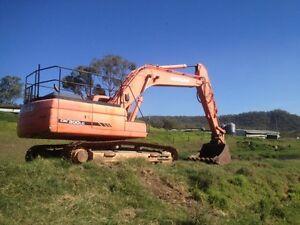 30 Ton Excavator for hire dry / wet earthmoving civil construction