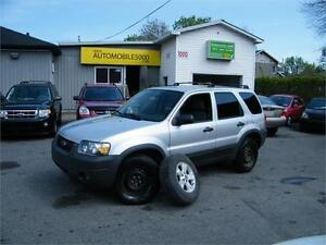 2005 Ford Escape XLT 4X4 . 8 PNEUS INCLUS .