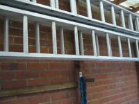 ALUMINIUM 4-5 M high DOUBLE 16 TREAD EXTENDING LADDER little used - Southbourne