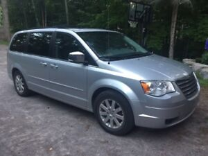 2008 Chrysler Town & Country Touring Minivan with dual DVD