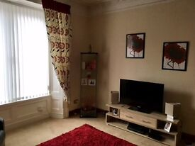 1 BED FLAT (1 April) STRATHMARTINE ROAD. Spacious lounge