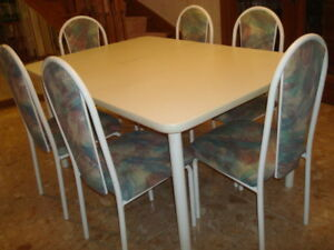 White table and 6 chairs