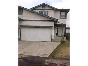Great airdrie home with huge back yard!