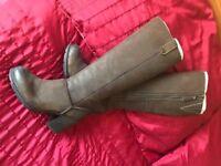 Clark's vintage style boots size 3
