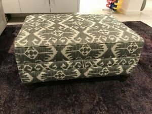 Stylish storage Ottoman in Excellent condition!
