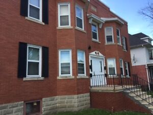 CHARMING & LARGE 2 BEDROOM APARTMENT