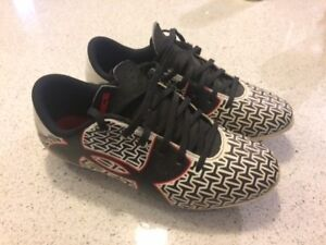 Under Armour Size 2 Soccer Shoes
