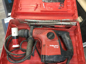 HILTI TE 30 hammer drill WITH BITS We are open till 7 DOWNTOWN F
