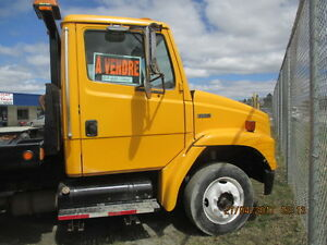 TOWING 2001 FREIGHTLINER FL50