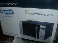 De'Longhi AM820CXC 20L 800W Solo Microwave - Stainless Steel - Black