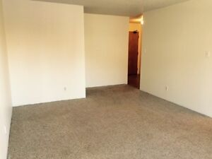 Lovely 2BR on the 1st Floor with Big Balcony and Dishwasher!