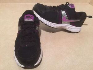 Youth Nike Dart 10 Running Shoes Size 5 Y London Ontario image 2
