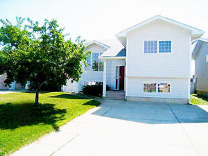 For Sale: 5 Bedroom House - Double Garage With 220