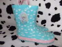 Lovely wellies from Frozen,with handles size 2(34 older girls)