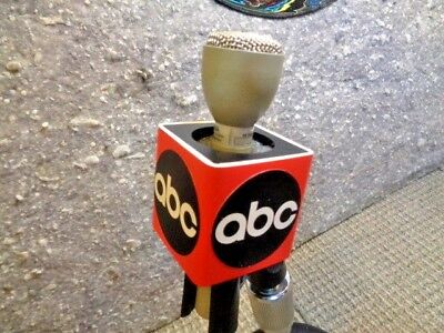 ESTATE**ON SALE NOS ABC NEWS ABC TV TELEVISION > ABC RED LOGO CUBE MIC FLAG CLIP