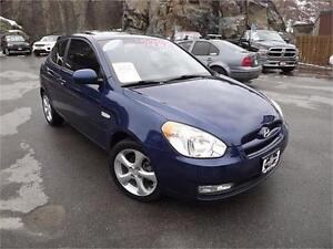 2011 Hyundai Accent 5 SPEED MANUAL!! SUNROOF!!