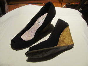 Souliers Femme Taille 7 - Womens Shoes Size 7 - $5