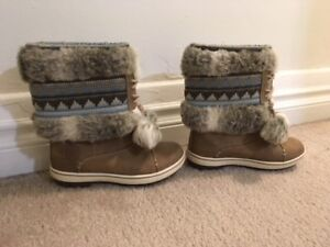 Winter boots size 5