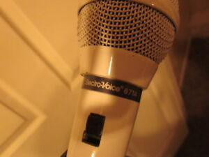 3 Microphones with stand