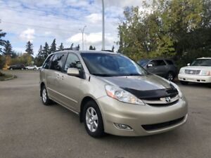 2008 Toyota Sienna LE*** ACCIDENT FREE/POWER SLIDING DOORS ***