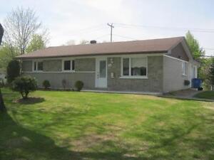 Maison à vendre Saguenay Saguenay-Lac-Saint-Jean image 1