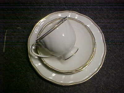Wedgwood Crown Gold 4 Piece Place Setting(s) MINT