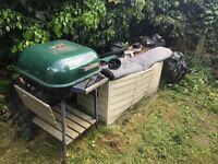 BARBEQUE BBQ GRILL OUTDOOR OVEN, LITTLE RUST IN PLACES BUT USUABLE,CAN DELIVER