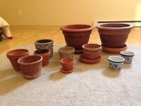 Assortiment de pots à plantes en grès et céramique