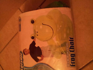 Inflatable frog chair kid's chair decorative Like new London Ontario image 2
