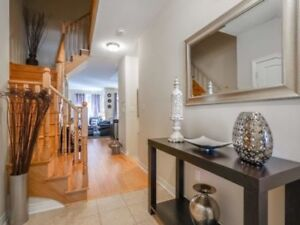 Absolutely Stunning 3 Bedroom Townhome In Brampton X5181423 AP03
