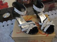 girls size 9 pagent/romany diamontie shoes