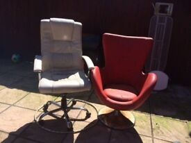 OFFICE SWIVEL WHEELED SEAT CHAIR IN IVORY LEATHER . FREE BUCKET CHAIR ,CAN DELIVER TO NORWICH FOR £5