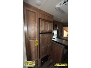 NEW 2017 Forest River Shamrock 19 Hybrid Travel Trailer Windsor Region Ontario image 7