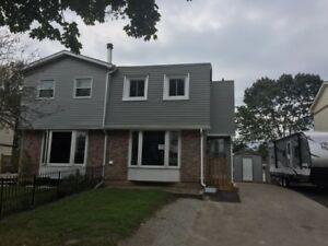Barrie, Unique Upper level 3 bedroom, utilities included (legal)